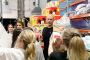 Huggies, Walgreens And National Diaper Bank Network Donate 250,000 Diapers To Chicago Nonprofit With David Ross