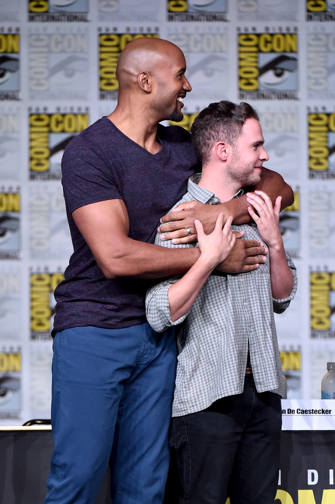 http://www4.pictures.zimbio.com/gi/Iain+De+Caestecker+Comic+Con+International+LMT7Pwl0x5Dx.jpg