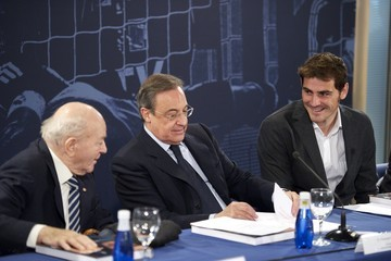 Alfredo di Stefano Iker Casillas Launches New Book 'Iker Caillas. La Humildad del Campeon'