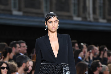 Irina Shayk Givenchy : Runway - Paris Fashion Week - Menswear Spring/Summer 2017