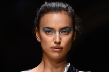 Irina Shayk Atelier Versace : Runway - Paris Fashion Week - Haute Couture Fall/Winter 2016-2017