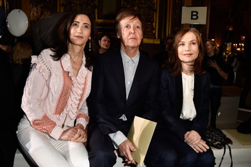 Isabelle Huppert Stella McCartney : Front Row  - Paris Fashion Week Womenswear Fall/Winter 2016/2017