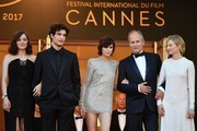 (FromL) French actress Marion Cotillard, French actor Louis Garrel, French actress Charlotte Gainsbourg, French actor Hippolyte Girardot and Italian actress Alba Rohrwacher pose as they arrive on May 17, 2017 for the screening of their film 'Ismael's Ghosts' (Les Fantomes d'Ismael) during the opening ceremony of the 70th edition of the Cannes Film Festival in Cannes, southern France.  / AFP PHOTO / Alberto PIZZOLI