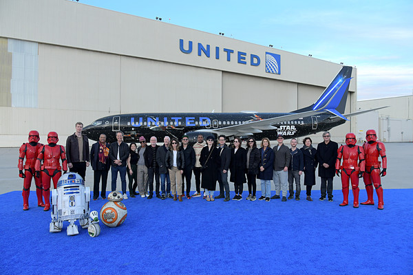 Launch of United Star Wars: The Rise of Skywalker Plane