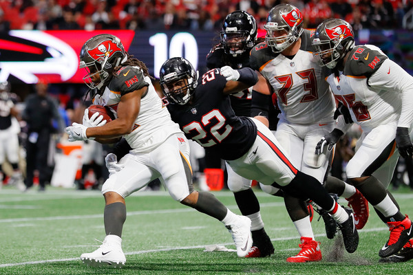 http://www4.pictures.zimbio.com/gi/Jacquizz+Rodgers+Keanu+Neal+Tampa+Bay+Buccaneers+JFIe91AKWpSl.jpg