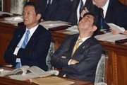 Japan's Prime Minister Shinzo Abe (R) and Finance Minister Taro Aso (L) attend the House of Representatives plenary session at the Diet in Tokyo on January 23, 2017. / AFP / KAZUHIRO NOGI
