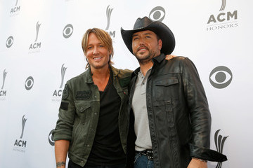 Jason Aldean 10th Annual ACM Honors - Red Carpet