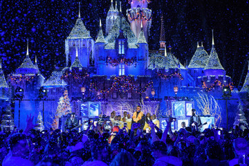 Jason Derulo Disney Parks Presents a Disney Channel Holiday Celebration