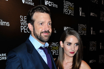 Jason Sudeikis Alison Brie Guests Attend the Premiere of IFC Films' 'Sleeping With Other People'