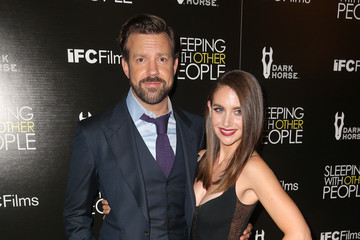 Jason Sudeikis Alison Brie Premiere of IFC Films' 'Sleeping With Other People' - Arrivals