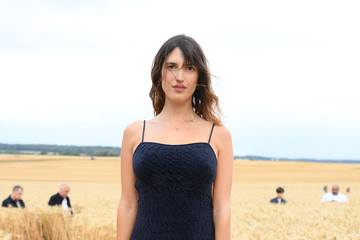 """Jeanne Damas """"L'Amour"""" : Jacquemus Spring-Summer 2021 : Front Row"""