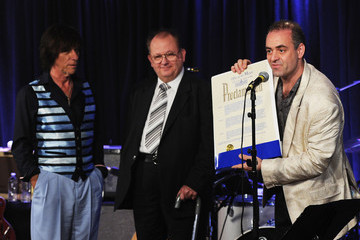 Henry Juszkiewicz Jeff Beck Commemorates Les Paul's 95th Birthday - Day 2 - Inside