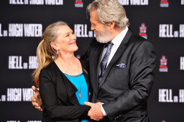 Jeff Bridges Academy Award-Winner Jeff Bridges Immortalized in Hand & Footprints Ceremony at TCL Chinese Theater
