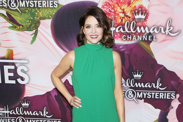Jen Lilley Hallmark Channel and Hallmark Movies and Mysteries Winter 2018 TCA Press Tour - Arrivals