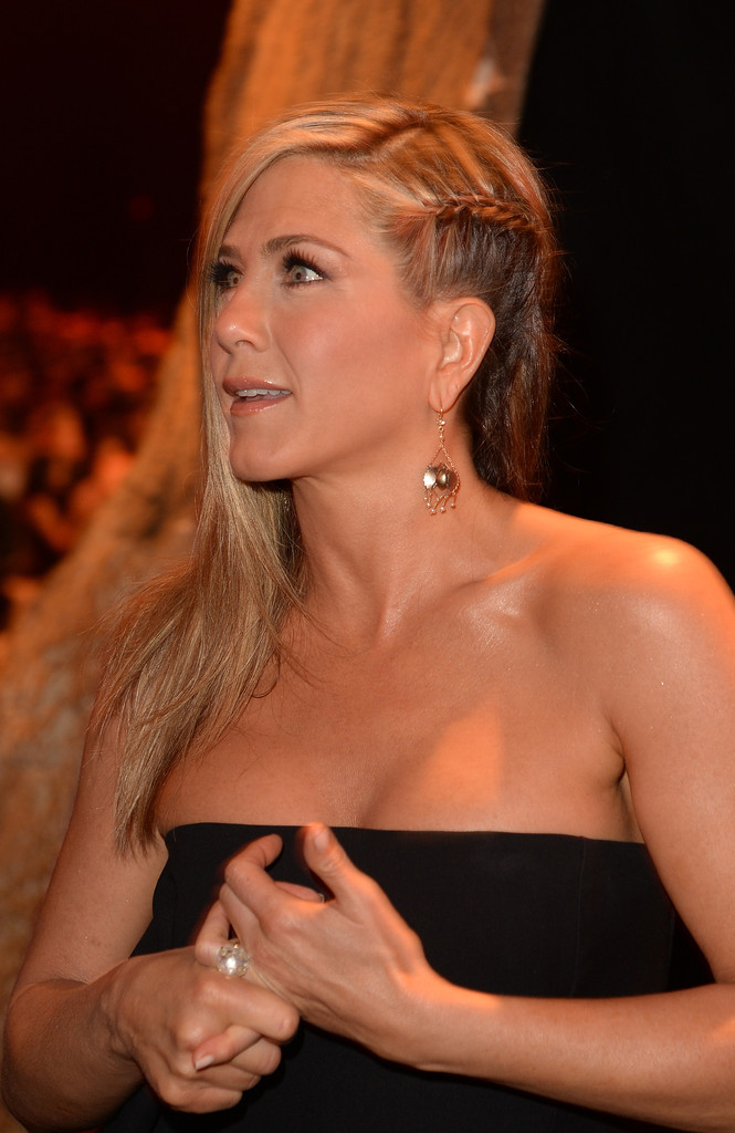 Love it or Loathe it: Jennifer Aniston's Peek-a-Boo Braid