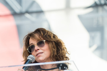 Jennifer Grey Women's March Los Angeles