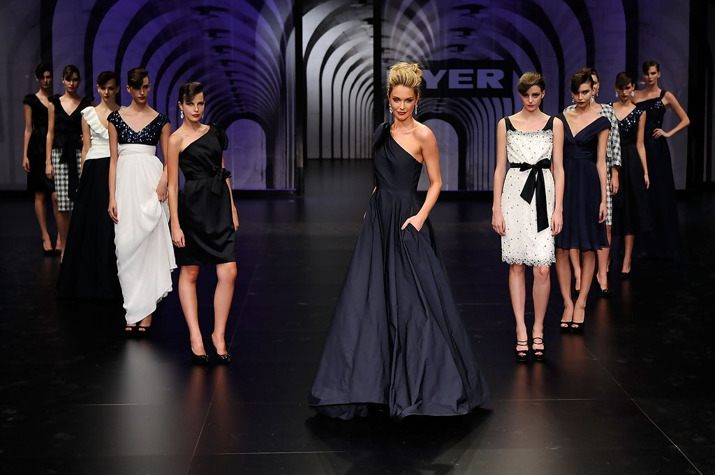 jennifer hawkins, miss universe 2004. - Página 61 Jennifer+Hawkins+Myer+Autumn+Winter+Collection+CDoHJhcwydQx