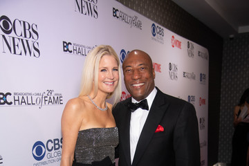 Jennifer Lucas Byron Allen Is Inducted Into The Broadcasting & Cable Hall Of Fame In New York's Historic Zigfield Theatre