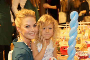 Jennifer Morrison Brooks Brothers Celebrates the Holidays with St. Jude Children's Research Hospital