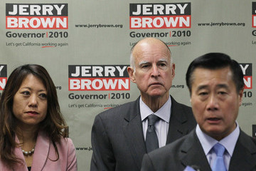 Fiona Ma Jerry Brown Gets Endorsement From Californai Asian Pacific Islanders
