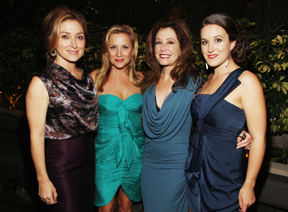 http://www4.pictures.zimbio.com/gi/Jessica+Capshaw+2011+Entertainment+Weekly+XaEkMFqkvHjl.jpg