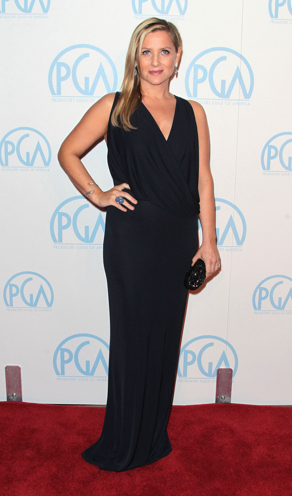 http://www4.pictures.zimbio.com/gi/Jessica+Capshaw+23rd+Annual+Producers+Guild+Pv-oltDF13Xx.jpg