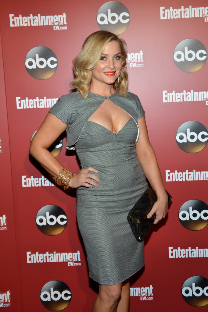 http://www4.pictures.zimbio.com/gi/Jessica+Capshaw+Celebs+Attend+Upfronts+Party+DVvN6ic2QSfx.jpg