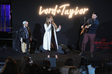 Jessie James Decker Lord & Taylor Unveils 2017 Holiday Windows With Performance By Jessie James Decker
