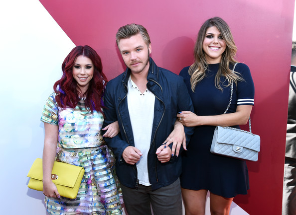 Brett Davern and Jillian Rose Reed Photos - Zimbio