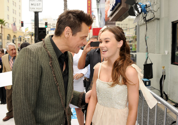 madeline carroll mr poppers penguins - photo #23