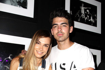 Joe Jonas Blanda Eggenschwiler HAIM Celebrates Their Magazine Cover