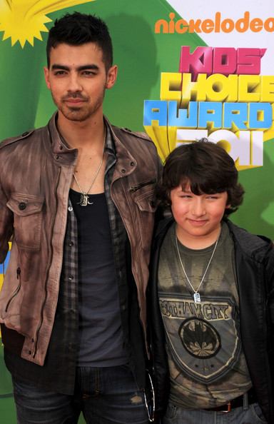 Joe Jonas Singer Joe Jonas (L) and Frankie Jonas arrive at Nickelodeon's 24th Annual Kids' Choice Awards at Galen Center on April 2, 2011 in Los Angeles, California.
