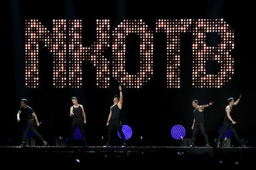 Joey McIntyre Danny Wood The Total Package Tour With New Kids On The Block, Paula Abdul And Boyz II Men In Las Vegas