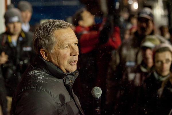 John Kasich Campaigns in New Hampshire One Day Before Primary