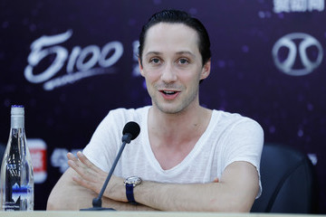 Johnny Weir Amazing On Ice - Press Conference