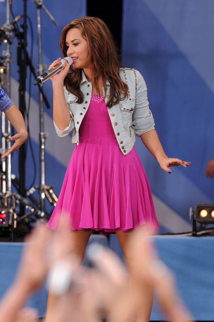 Good Morning America How Are You Chords : Demi lovato photos jonas brothers perform on abc