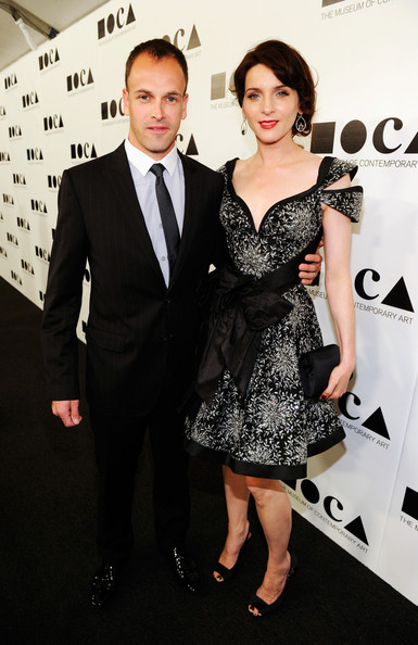 Jonny Lee Miller and Michele Hicks, who married in 2008, at 2011 MOCA Gala