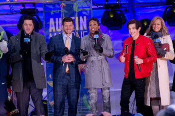 Josh Elliott Austin Mahone Performs on 'GMA'