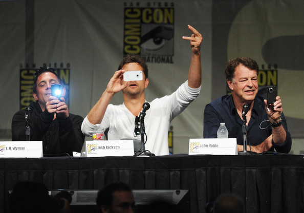 """Fringe"" Panel - Comic-Con International 2012 [j.h.,actors,wyman,john noble,joshua jackson,convention,event,forehead,news conference,meeting,media,sign language,conversation,academic conference,games,fringe panel - comic-con international,comic-con international 2012,san diego convention center,california]"