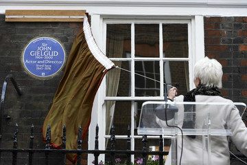 Judi Dench British Actors Judi Dench and Ian McKellen Unveil an Heritage Blue Plaque to Commemorate Sir John Gielgud in London