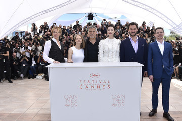 Julia Roberts George Clooney 'Money Monster' Photocall - The 69th Annual Cannes Film Festival