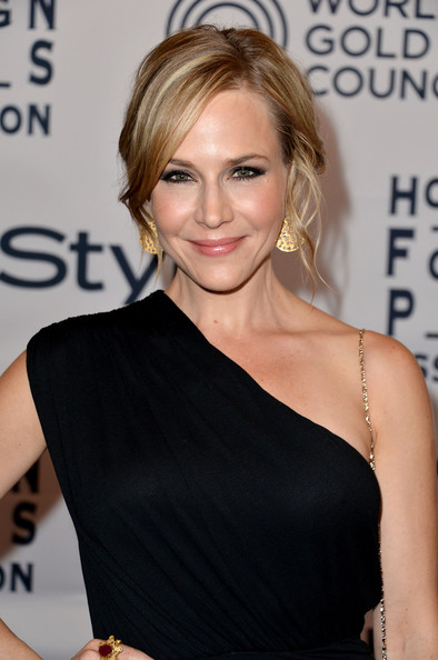 http://www4.pictures.zimbio.com/gi/Julie+Benz+13th+Annual+InStyle+Hollywood+Foreign+gpFOVLNOsLbl.jpg