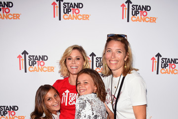 Julie Bowen Stand Up To Cancer Marks 10 Years Of Impact In Cancer Research At Biennial Telecast - Arrivals