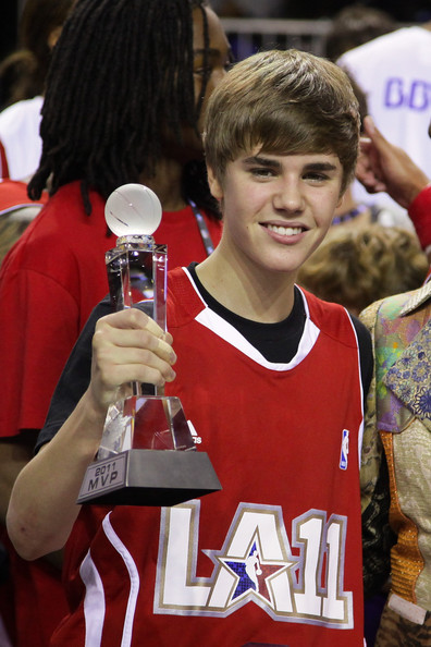 justin bieber new pictures 2011. justin bieber new haircut 2011