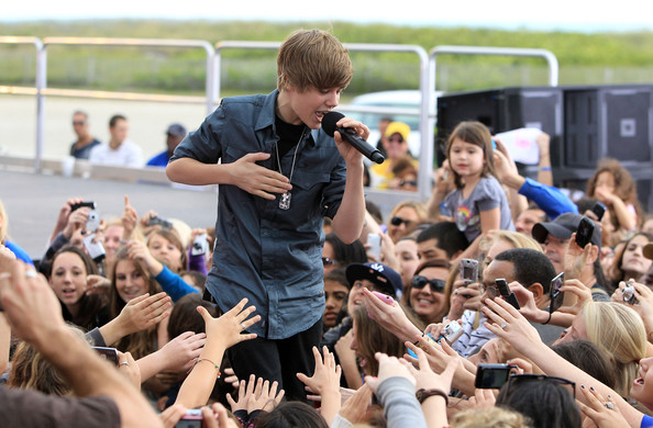 Justin+Bieber in Justin Bieber Performs Live On CBS News The Early Show