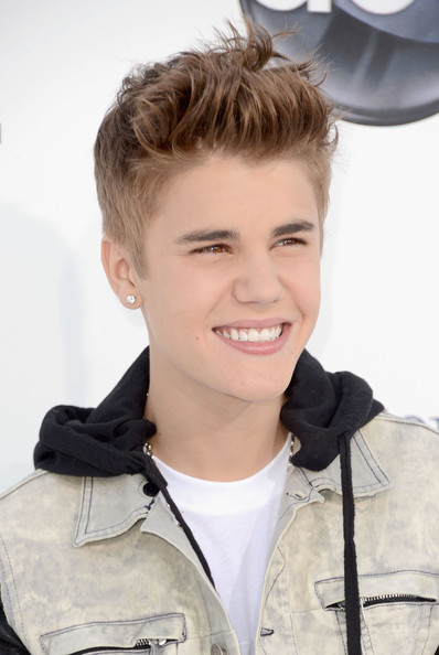 justin bieber dating games 2012 Carly rae jepsen (singer) questions including how old is is justin bieber dating it is not clear that she has much time for dating in the summer of 2012.