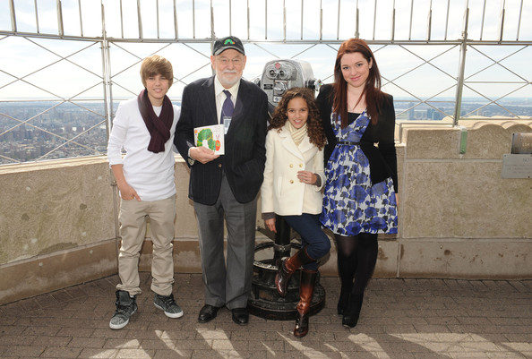 Singer Justin Bieber, author Eric Carle, actress Madison Pettis and actress Jennifer Stone attend the lighting of the Empire State Building to kickoff Jumpstart's Read For The Record Campaign on October 8, 2009 in New York City.
