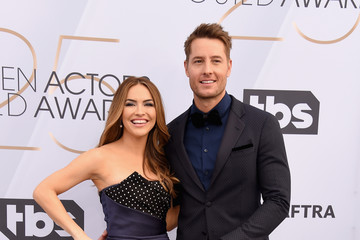 Justin Hartley Chrishell Stause 25th Annual Screen Actors Guild Awards - Arrivals