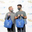 Justin Mikita Jesse Tyler Ferguson And Justin Mikita Deliver Project Angel Food Thanksgiving Meals