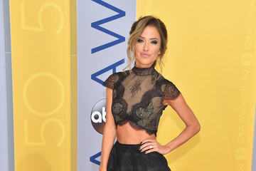 Kaitlyn Bristowe The 50th Annual CMA Awards - Arrivals
